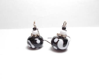 Dangling earrings black white glass beads and CAP in antique silver