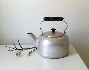 Vintage Aluminum Tea Kettle . Large Antique Tea Kettle . Farmhouse Kitchen . Rustic Cabin . Home Decor . Garden Decor . Prim Planter