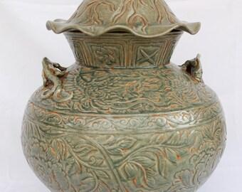 Antique Chinese Porcelain Ming Dynasty Jar Celadon Glaze Lizard Handles