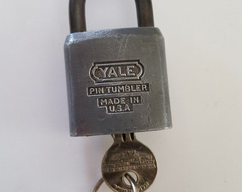 Vintage Yale and Towne Mfg.Co padlock, used to painted tan, hardened shackle includes 1 key 4H334