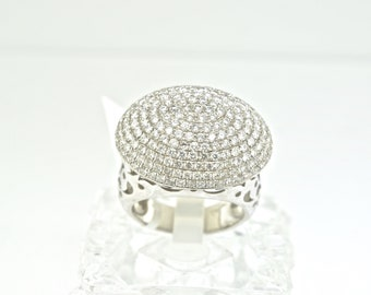 18k White Gold And Diamond Ring. Size 6.25