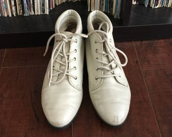 Women's Vintage White Genuine Leather 90's Lace-Up Booties/ Ankle Boots/ Granny Boots Size 7