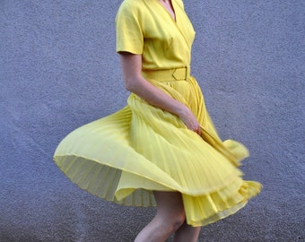1950s Vintage Marilyn Monroe Lemon Yellow Full Pleated Skirt Party Dress size S-M