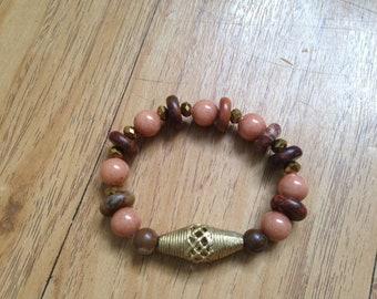 Ethnic bracelet semi precious Tan Heishi/agate and brass beads / small wrist