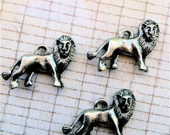 Lion Charms  --25 pieces-(Antique Pewter Silver Finish)--style 697--