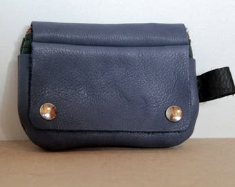 Three pockets, blue leather zipped coin purse