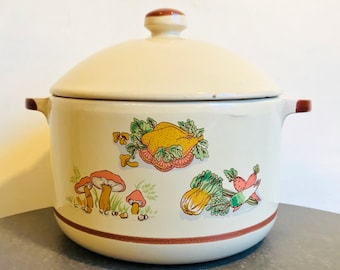 Vintage cream casserole dish with lid and handles - vegatable pattern - kitchen decor