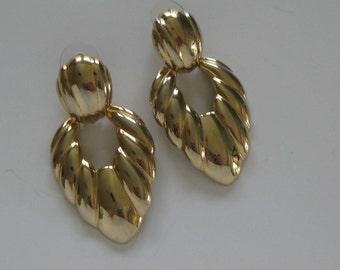 Doorknocker earrings, 1980s vintage Napier shrimp earrings, large goldtone drops, studs