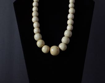 Cream short beaded necklace set