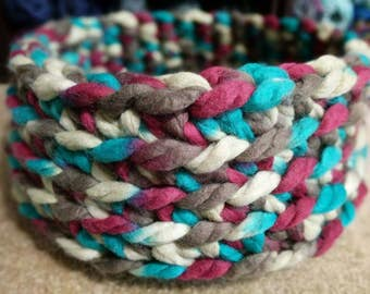 Medium Crochet Pet Bed - Cat - Dog