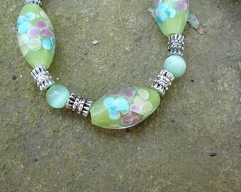 Green Glass Flower Beads Bracelet