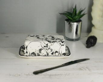 Skull Butter Dish, Skulls dome plate, Black and White, Gothic Gift, Creepy dishes, Halloween homeware, Hand painted ceramic, Unique Design