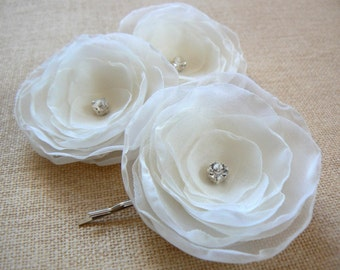 Ivory wedding flower hair clips (set of 3), bridal hair piece, bridal hair flower, wedding hair accessories, wedding hair flower, romantic
