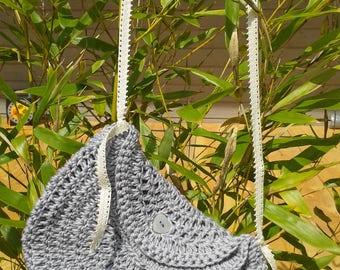 Pretty handbag in grey