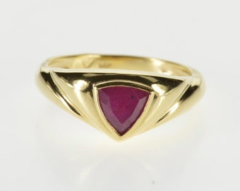 14K Trillion Ruby Inset Scalloped Chevron Design Ring Size 7 Yellow Gold