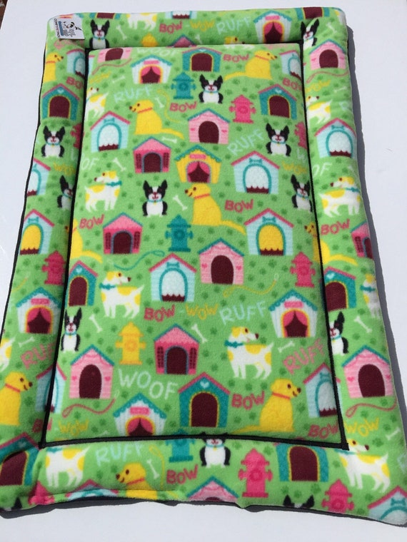 Boston Terrier Bed, Yellow Labradors, Green Dog Bed, Dog Crate Pad, Crate Pet Mats, Kennel Bedding, Kennel Bed, Fleece Bed, Fits 24x36 Crate
