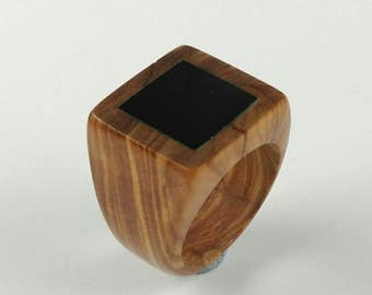 Wood ring // Olive wood ring //wood ring for women //Rings // Olive wood ring with a jet polished stone - Size 16.30 mm (USA 5 3/4)