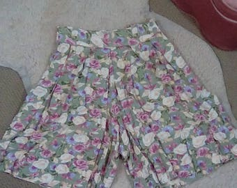 Vintage 80s 90s pastel floral pleated high waist shorts