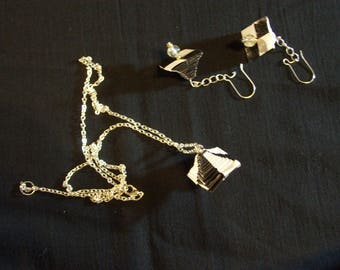Pendant and earrings made of paper