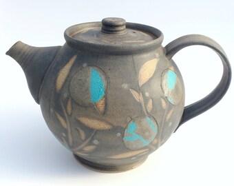Théière en grès fait à la main belle en charbon de bois et Turquoise.
