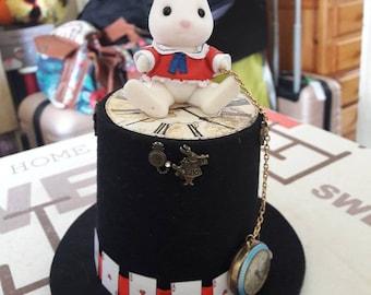 Small top hat Alice in Wonderland White Rabbit theme