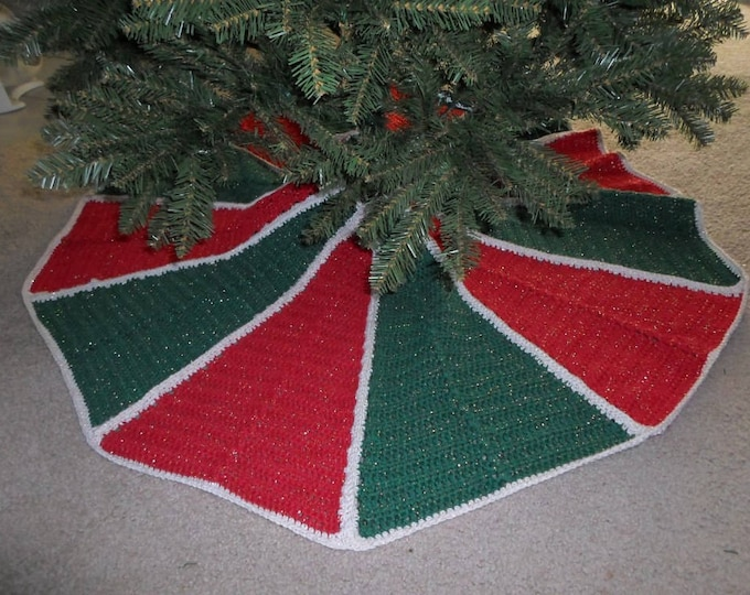 Christmas Tree Skirt - Tree Skirt in Red, Green and Cream with Gold Metallic Effect