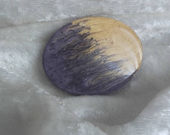 Yellow plum two-tone oval cabochon in resin wood