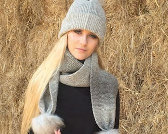 Natural wool bobble hat in natural grey