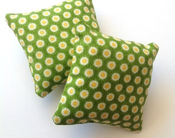 Set of two miniature throw pillows, Green and yellow mini pillows 1:6 scale, Modern Dollhouse miniature cushions, fashion doll decor, ma10