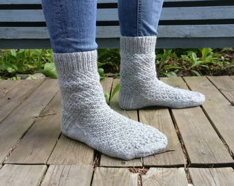 MADE TO ORDER: Men's wool socks with a pattern