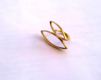 Big ring with double oval shape in goldplated brss with pearl leaf shape in wire statement EST EGST