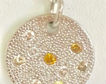 Color diamonds pendant necklace