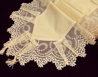 Lace table runner precious ecru silk with Viennese lace border wonderful classical home furniture table decoration luxury dinning tablecloth