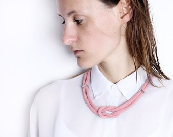 Pier to pier - Necklace with sailor knot in pastel pink