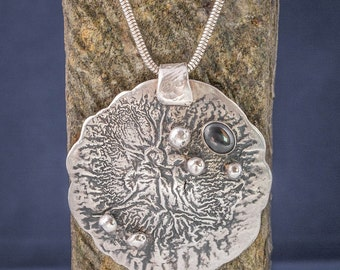 Large silver reticulated pendant