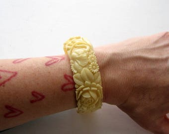 1930's vintage molded celluloid bangle bracelet with elephants & flowers, made in Japan