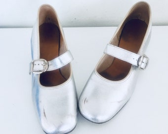 60s Mod Silver Shoes Leather Chunky Heels Mary Janes Cross Strap Size 6.5 1/2 M 36 37