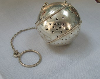 VINTAGE - From England - Sterling Silver Tea Ball Infuser