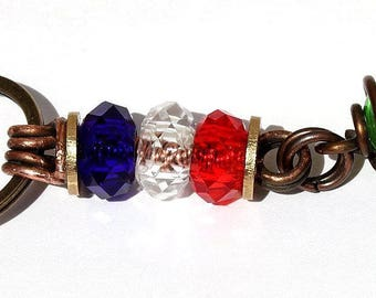 """Keychain with 3 washers and a wrappee glass bead in copper: """"Blue white red"""" - green"""