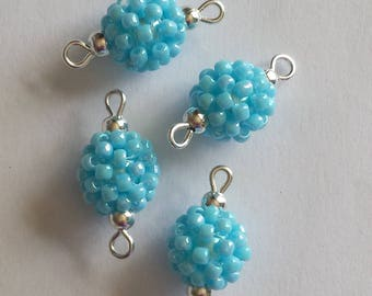 4 beads (2.5 mm) rock connectors Pearly blue