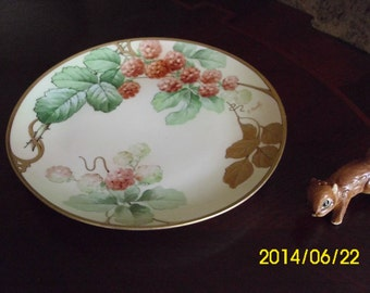 "Italian Hand Painted~Italy-Signed R Pinelli-8.5"" Plate-Red Raspberries/Gold/Green Leaves"