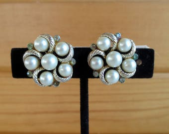 Lisner Faux Pearl Cluster Vintage Clip-On Earrings, Jewelry, 3/4 inch