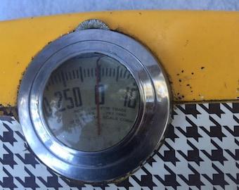 Vintage houndstooth, metal scale