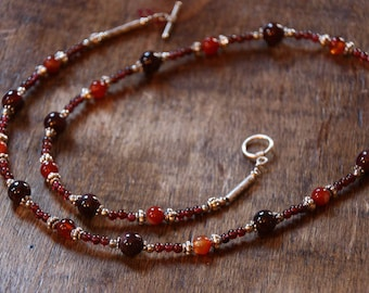 Mid-long necklace in Garnet and orange agate