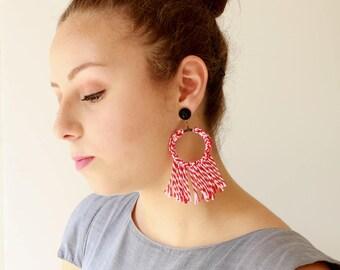 Rote Ohrringe, trendige Statement Ohrringe, Textil-Creolen, quastenohrringe, leicht weich Schmuck versandkostenfrei Naama Brosh
