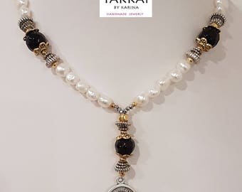 Pope Francisco Pearls Necklace, the Statement pearls necklace, the Catholic Pearls necklace, the Pearls Catholic necklace