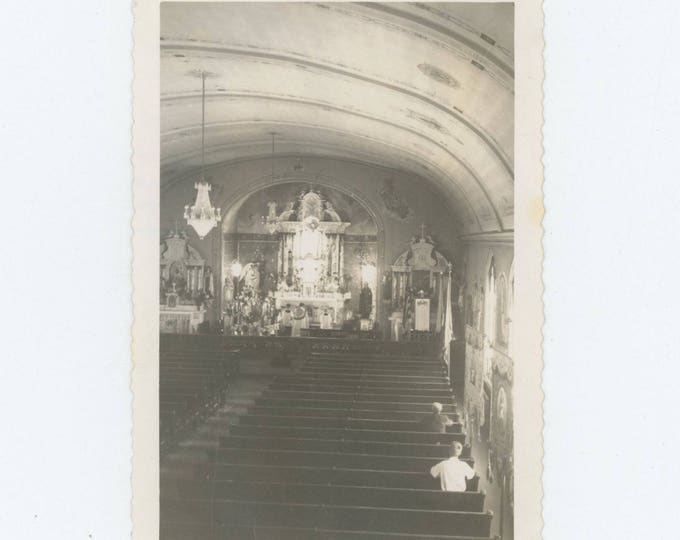 Vintage Snapshot Photo: Congregation of Two, 1943 (127624)