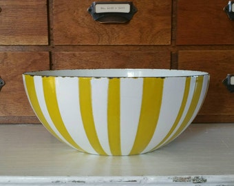 Vintage Catherineholm Striped Yellow and White Enamel 8 Inch Bowl // Mid Century Modern // Cathrineholm // Catherine Holm // Norway