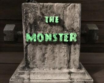 """Mezco Frankenstein Diorama Base """"Undead Monument"""""""