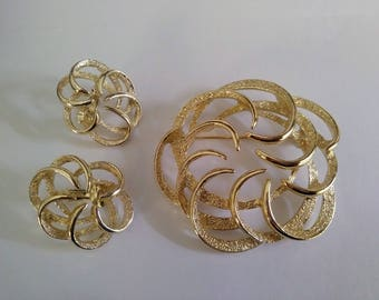 3 piece Sarah Coventry Pin & Earrings set Demi Parure Swirl Gold Tone Vintage Costume Jewelry brooch